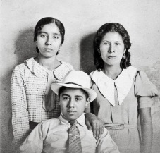 Mom at left, Tio Bartolo and unknown woman