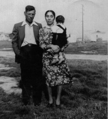 047 Dad and Mom, Hawaiian Gardens around 1950 at first home on Ibex