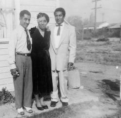 077 Tio Fidel, Mom, Tio Gabriel