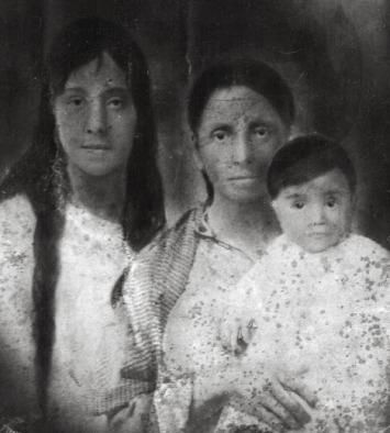 6.Mom&Abuelita, unknownchild