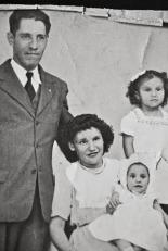 Tio Teofilo, Tia Teresa and two of the kids