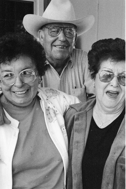 Tia Nellie, Tio Genaro, Mom