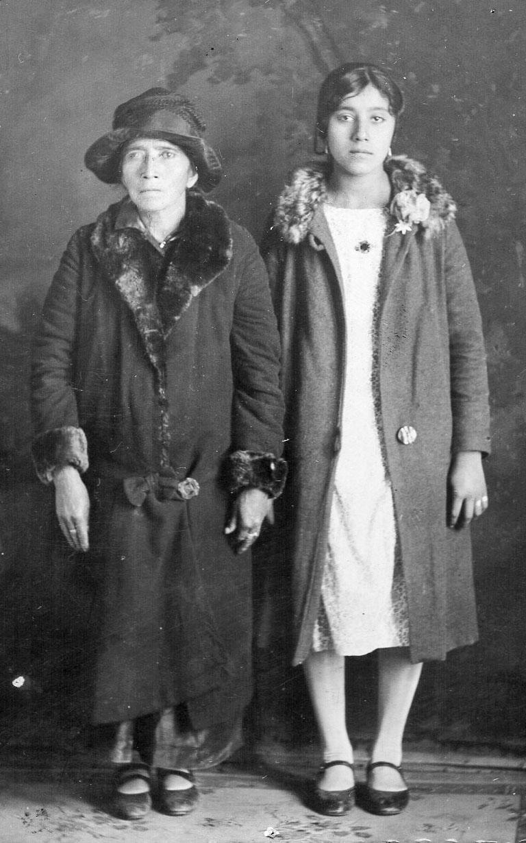 007 Abuelita and Mom